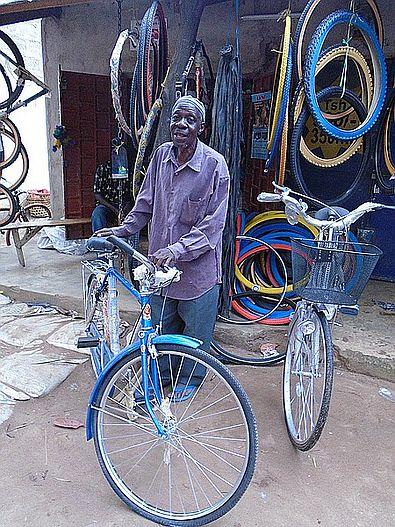 das erste fahrrad masalu hilfe f r afrika. Black Bedroom Furniture Sets. Home Design Ideas